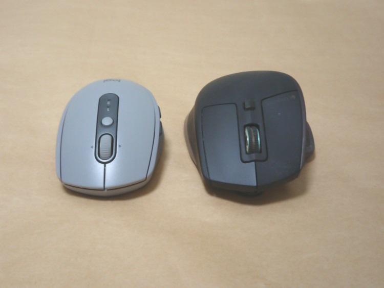 M590とMX2000のサイズを比較した様子(前部)