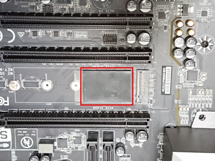 EVGA X299 Microに熱伝導シートを取り付けた様子