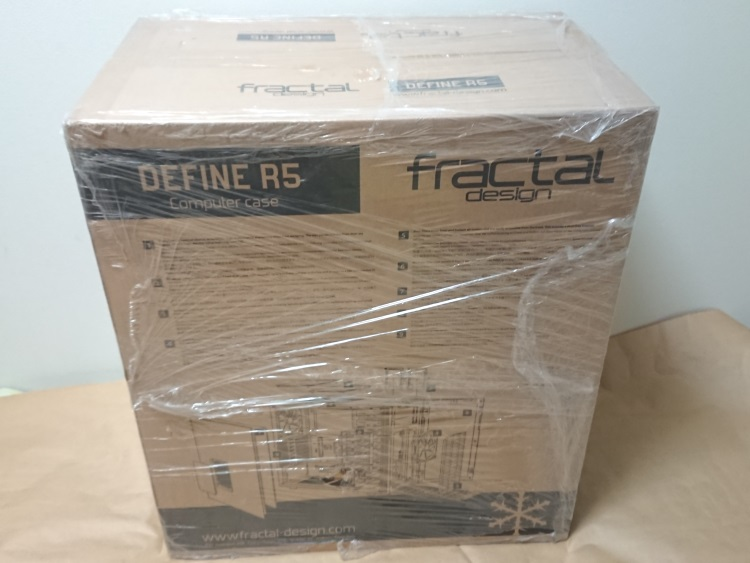 Fractal Design Define R5 Titanium Greyのパッケージ