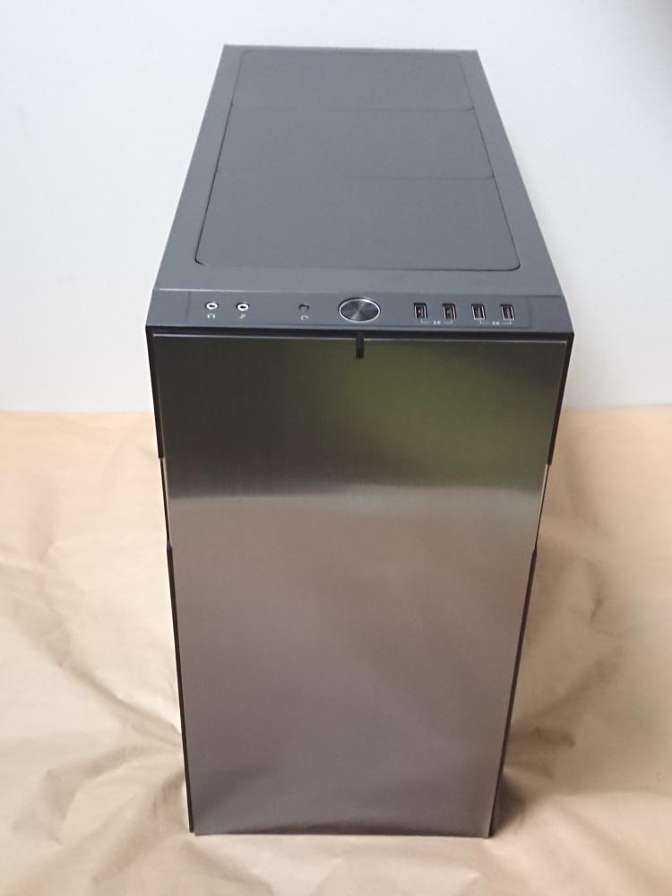 Fractal Design Define R5 Titanium Grey本体正面の様子