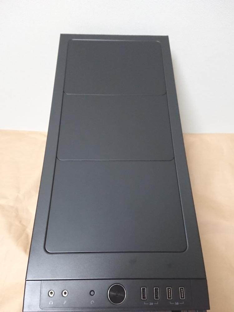 Fractal Design Define R5 Titanium Greyの天板の様子