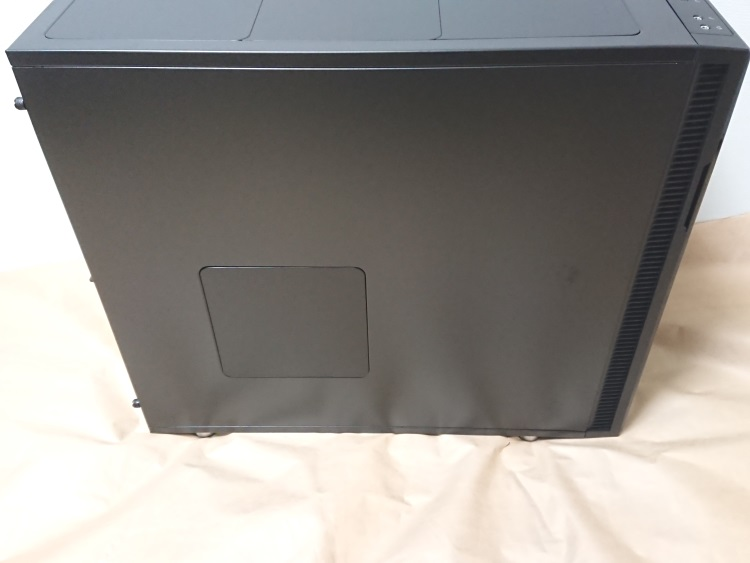Fractal Design Define R5 Titanium Grey左側面の様子