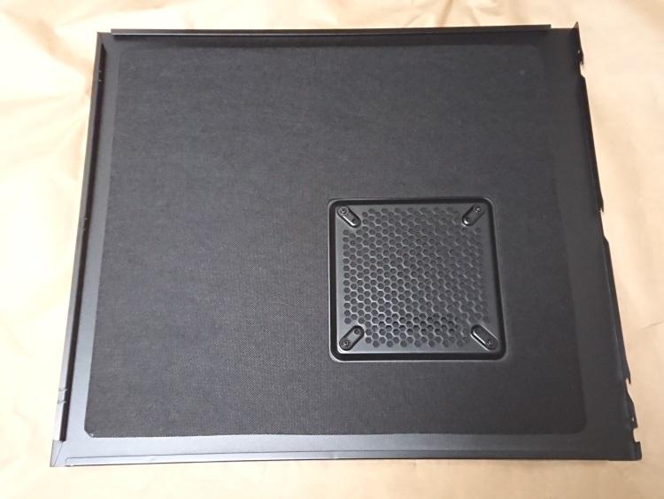Fractal Design Define R5 Titanium Grey左サイドパネル内側の様子