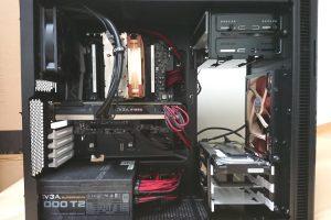 Fractal Design Define R5 Titanium GreyにPCパーツを組み込んだ様子