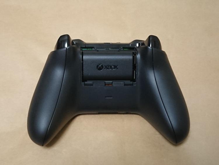 Xbox One プレイ & チャージ キットの取付方法