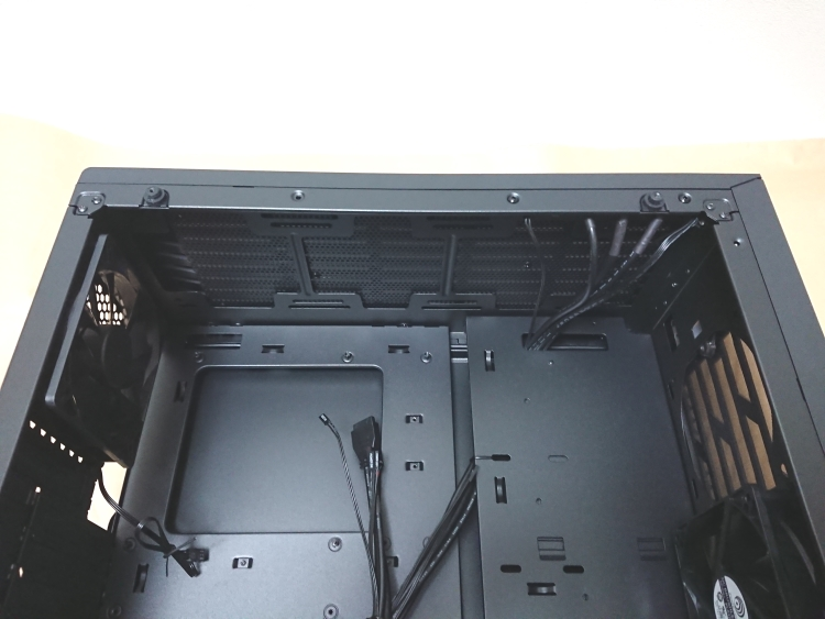 EVGA DG-75本体ケース内上部