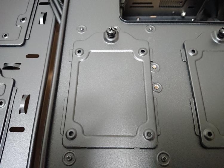 EVGA DG-75の2.5インチデバイス用トレイ