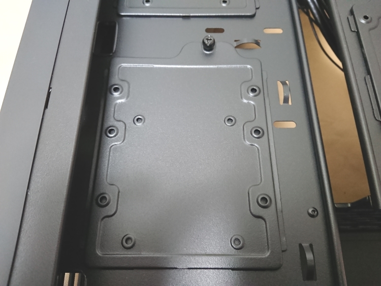 EVGA DG-75の3.5インチデバイス用トレイ