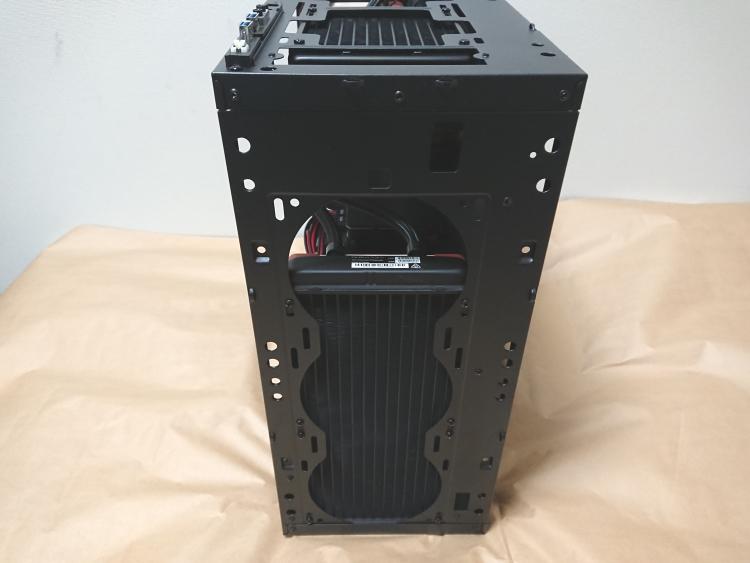 EVGA DG-75にPCパーツを組み込んだ様子(前面側)