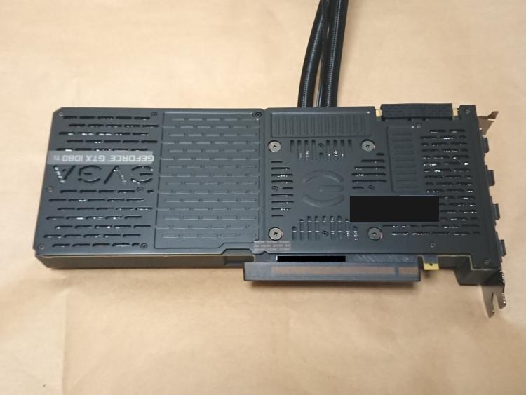 EVGA GeForce GTX 1080 Ti SC2 HYBRID本体(バックプレート側)