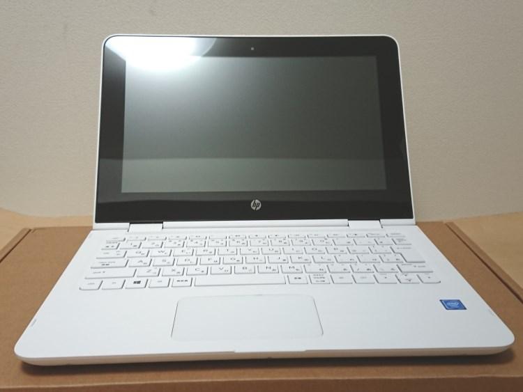 HP x360 11-ab051TU本体を開いた様子
