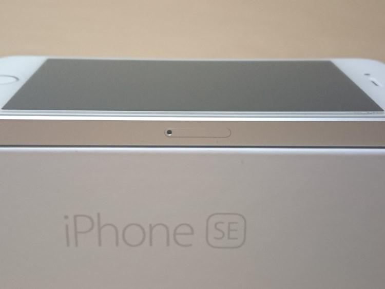 Apple iPhone SE 2017本体右側面