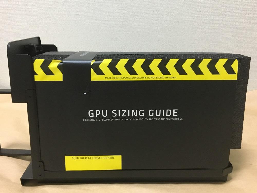 Razer Core Xの本体内部を引き出した様子
