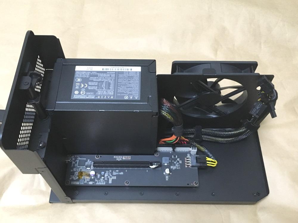 Razer Core Xの本体内部(俯瞰図)
