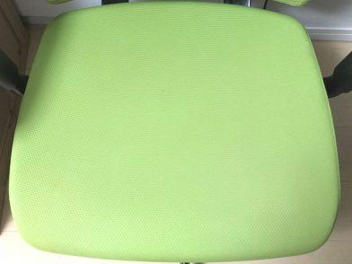 オフィスチェアの座面を自分で掃除する方法(手順)