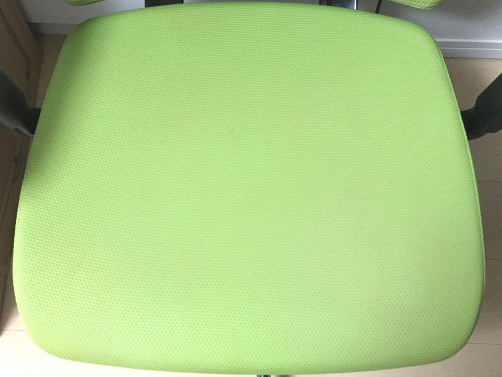 自分で掃除した後のオフィスチェアの座面