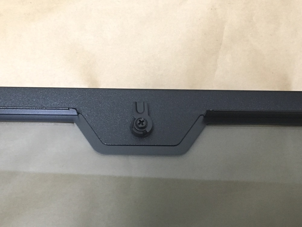 クーラーマスター MasterCase H500Pのガラスパネルの固定フック