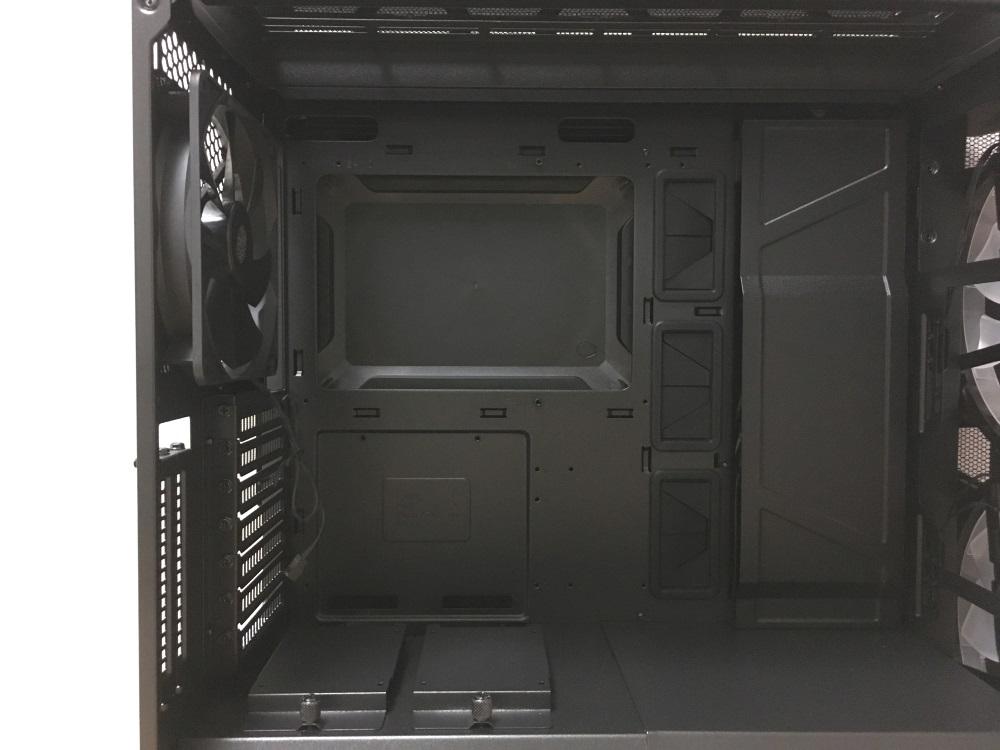クーラーマスター MasterCase H500Pのケース内部後側