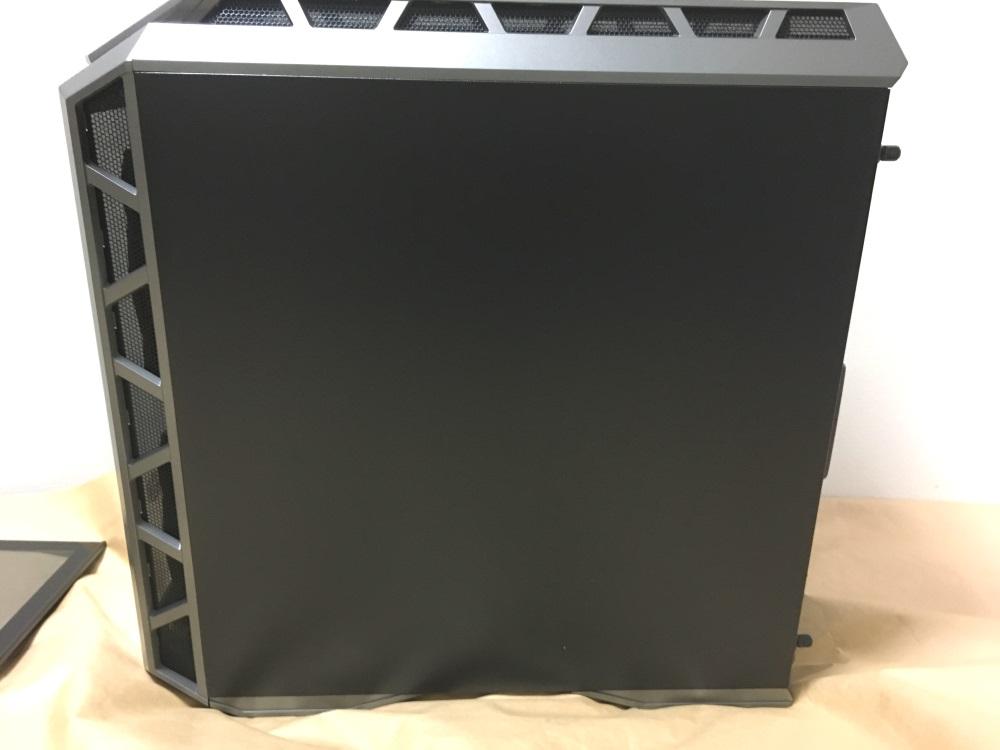 クーラーマスター MasterCase H500Pの右サイド