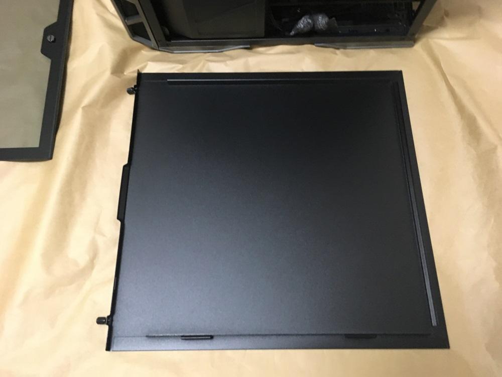 クーラーマスター MasterCase H500Pの右サイドパネル