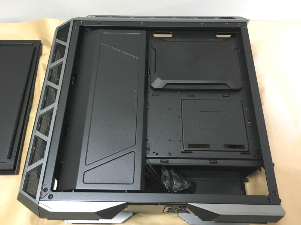 クーラーマスター MasterCase H500Pの右サイド内部
