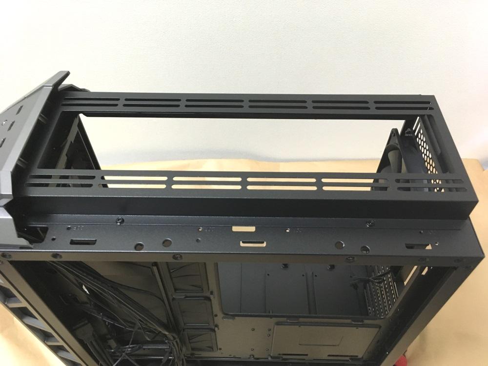クーラーマスター MasterCase H500Pのトップパネルを取り外した様子