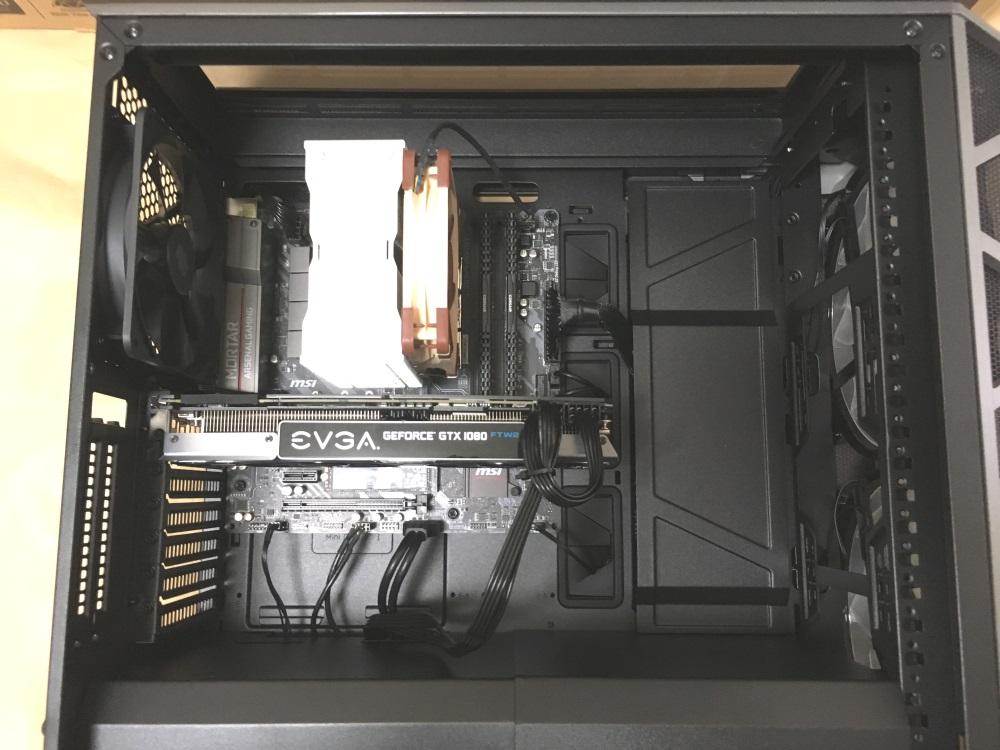 クーラーマスター MasterCase H500PにPCパーツを組み込んだ様子