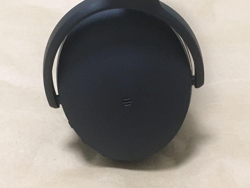 ゼンハイザー HD 4.40 BTの右耳外側