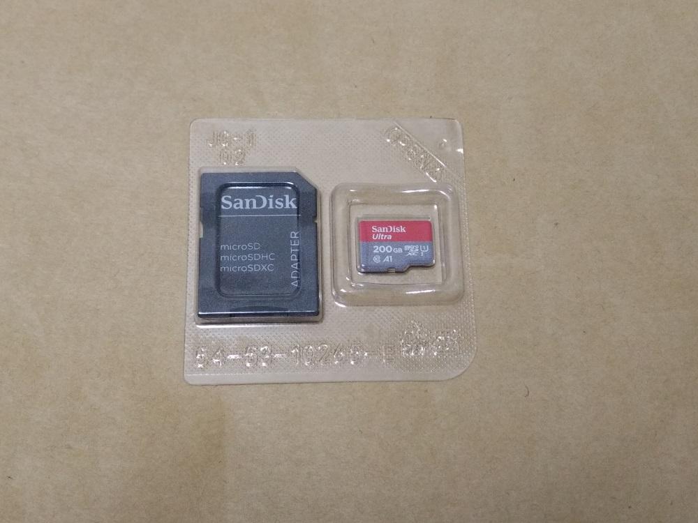 サンディスク SDSQUAR-200G-GN6MAの内部プラケースを取り出した様子