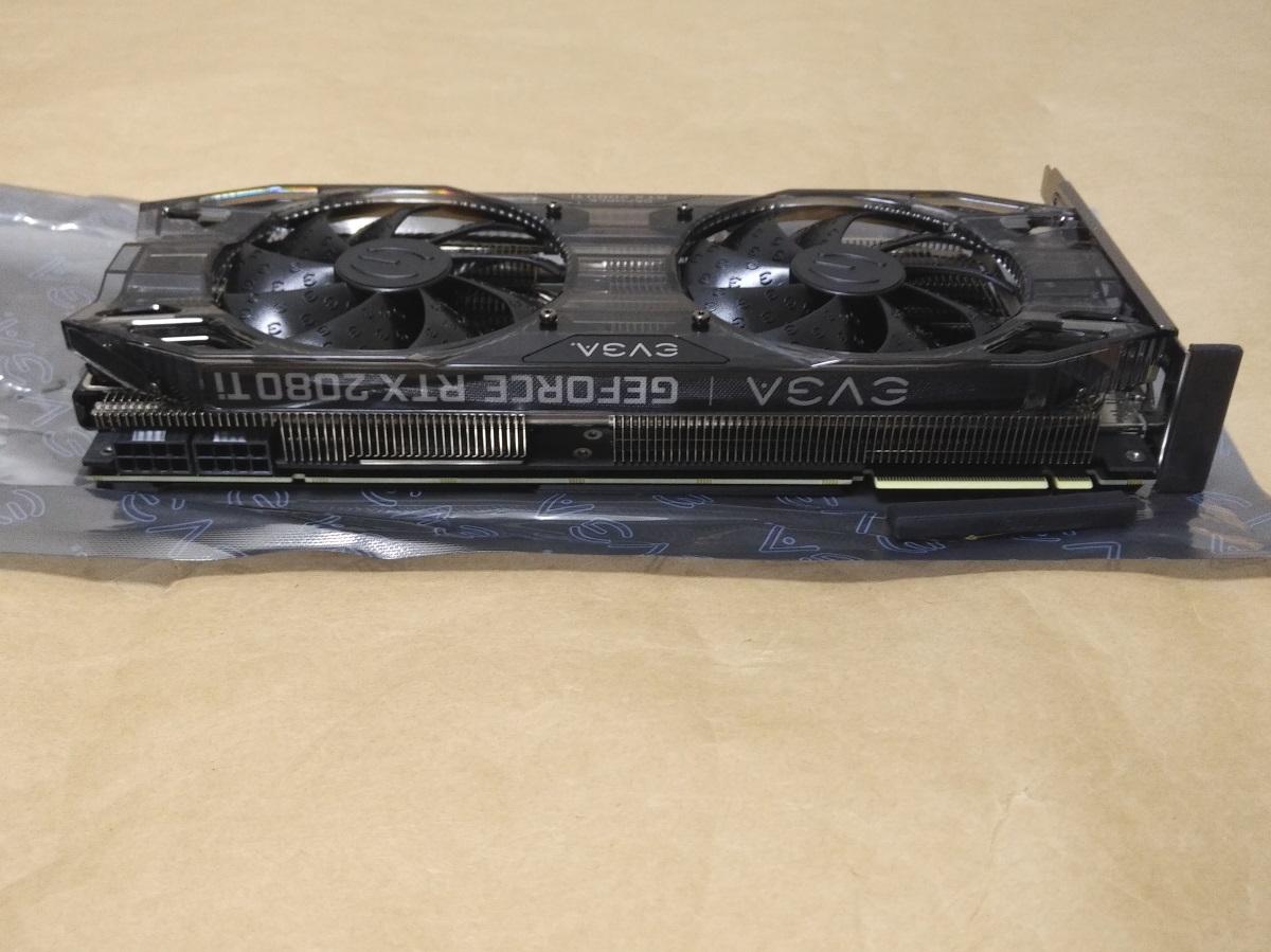 EVGA GeForce RTX 2080 Ti BLACK EDITION本体(上側)