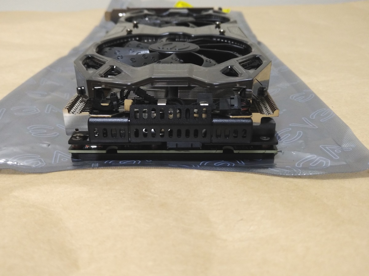 EVGA GeForce RTX 2080 Ti BLACK EDITION本体(後側)