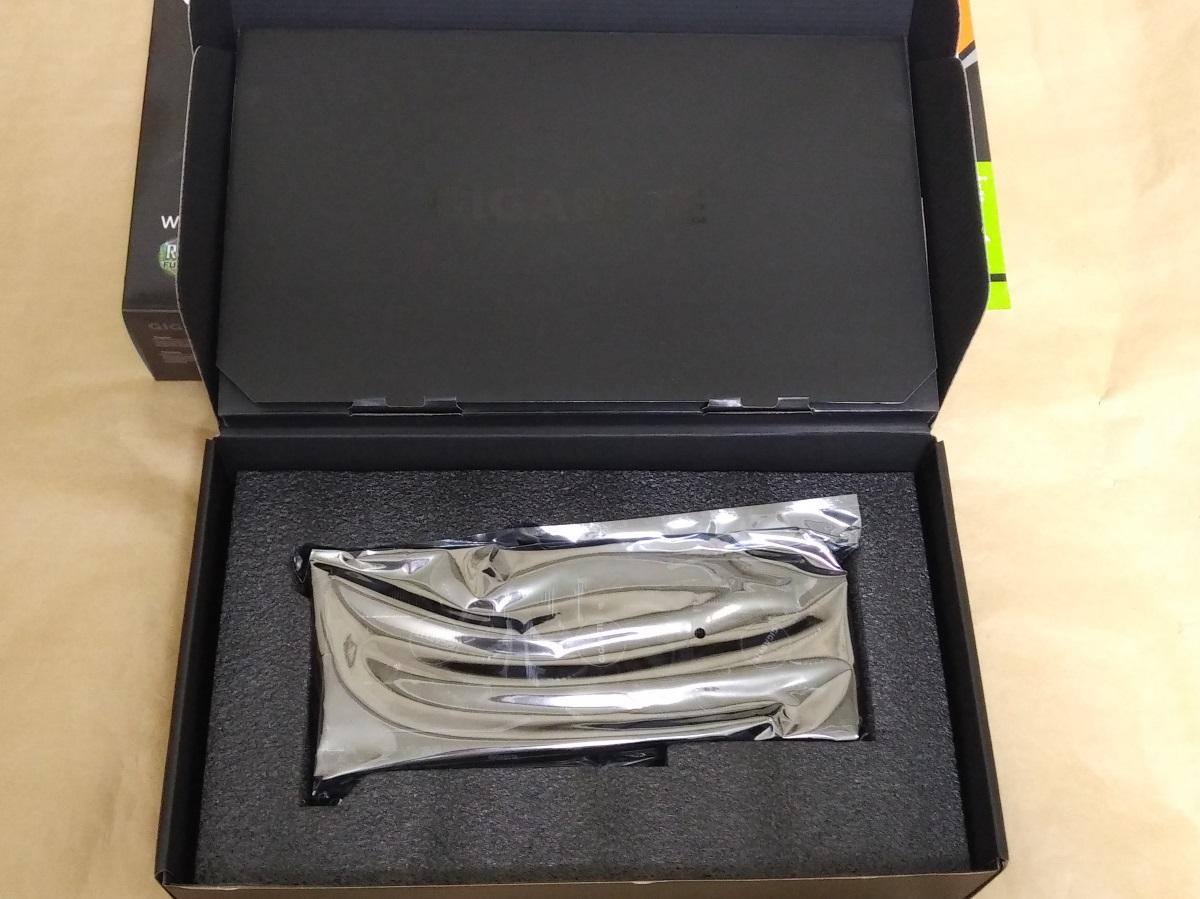 GIGABYTE GV-N2070WF3-8GCの内箱を開けた様子