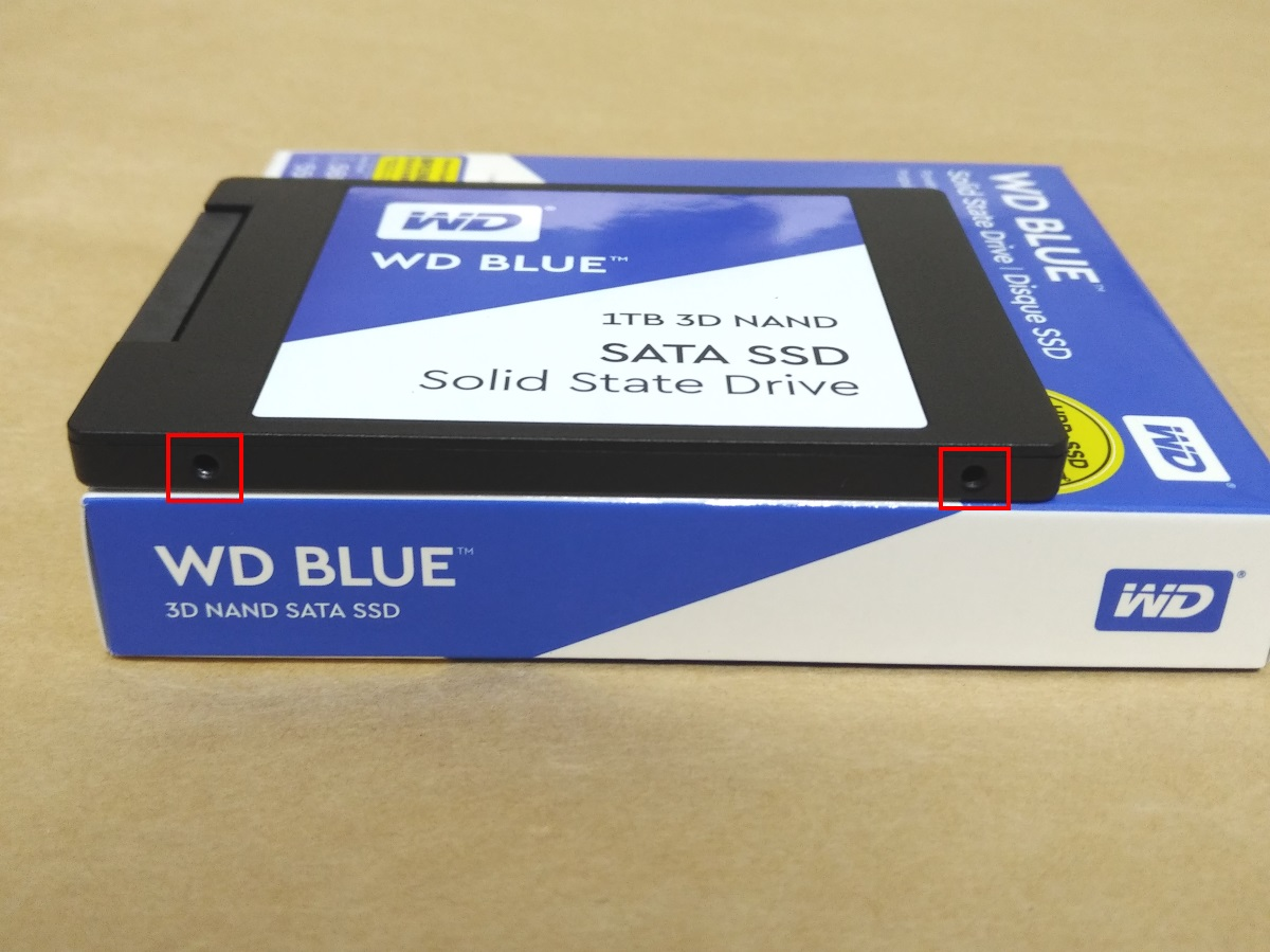 WESTERN DIGITAL WD Blue WDS100T2B0A本体側面