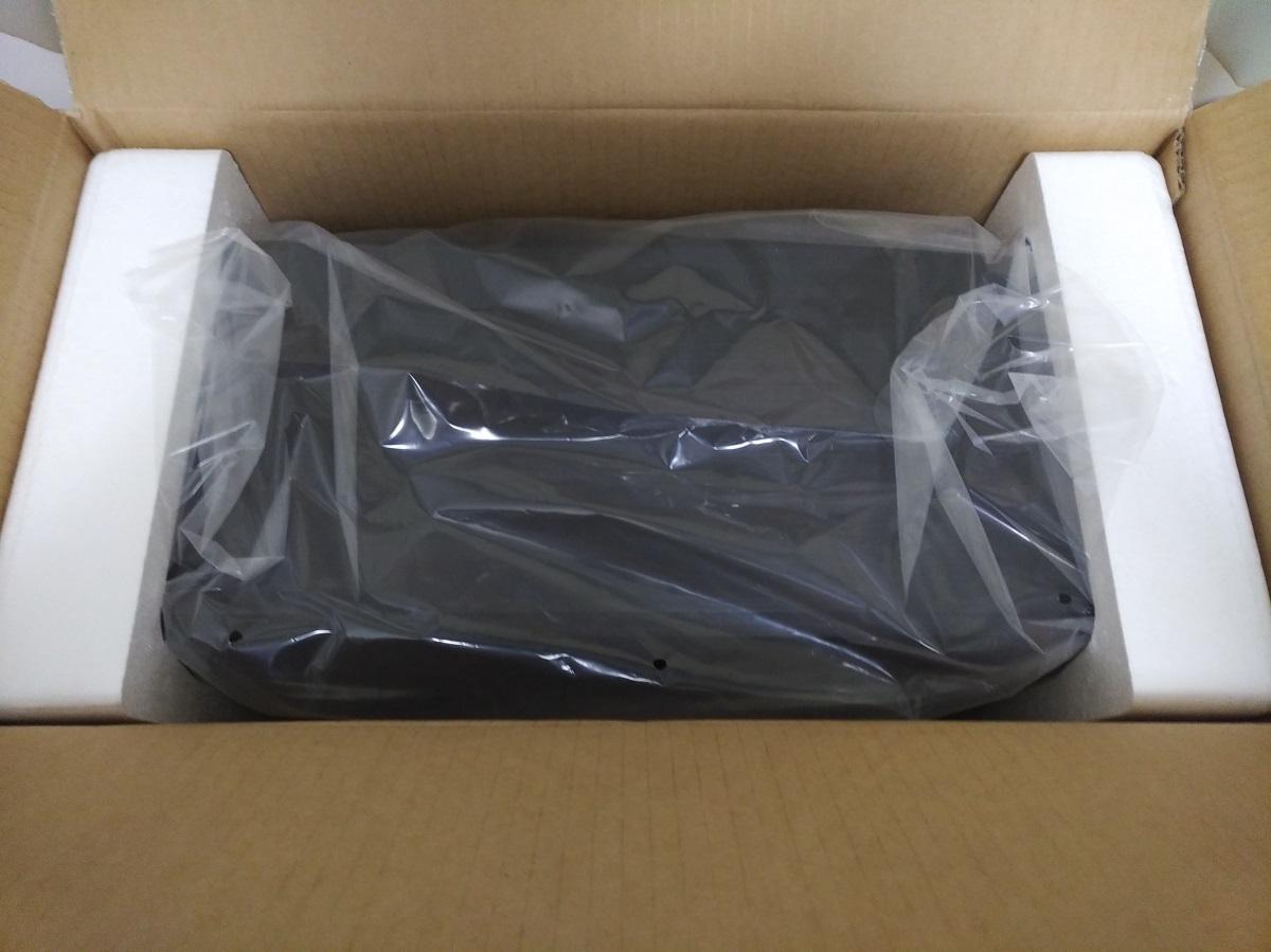 Corsair Carbide 175R RGBのパッケージを開けた様子