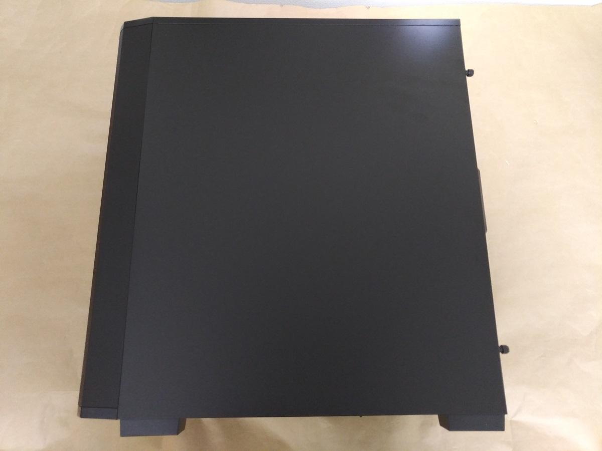 Corsair Carbide 175R RGB本体右側面の様子