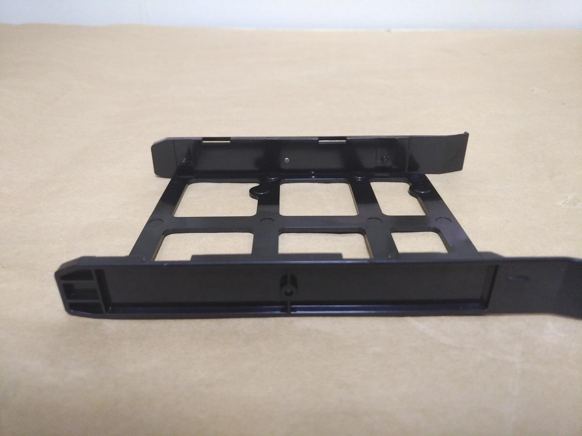 Corsair Carbide 175R RGBの3.5インチ用固定具側面