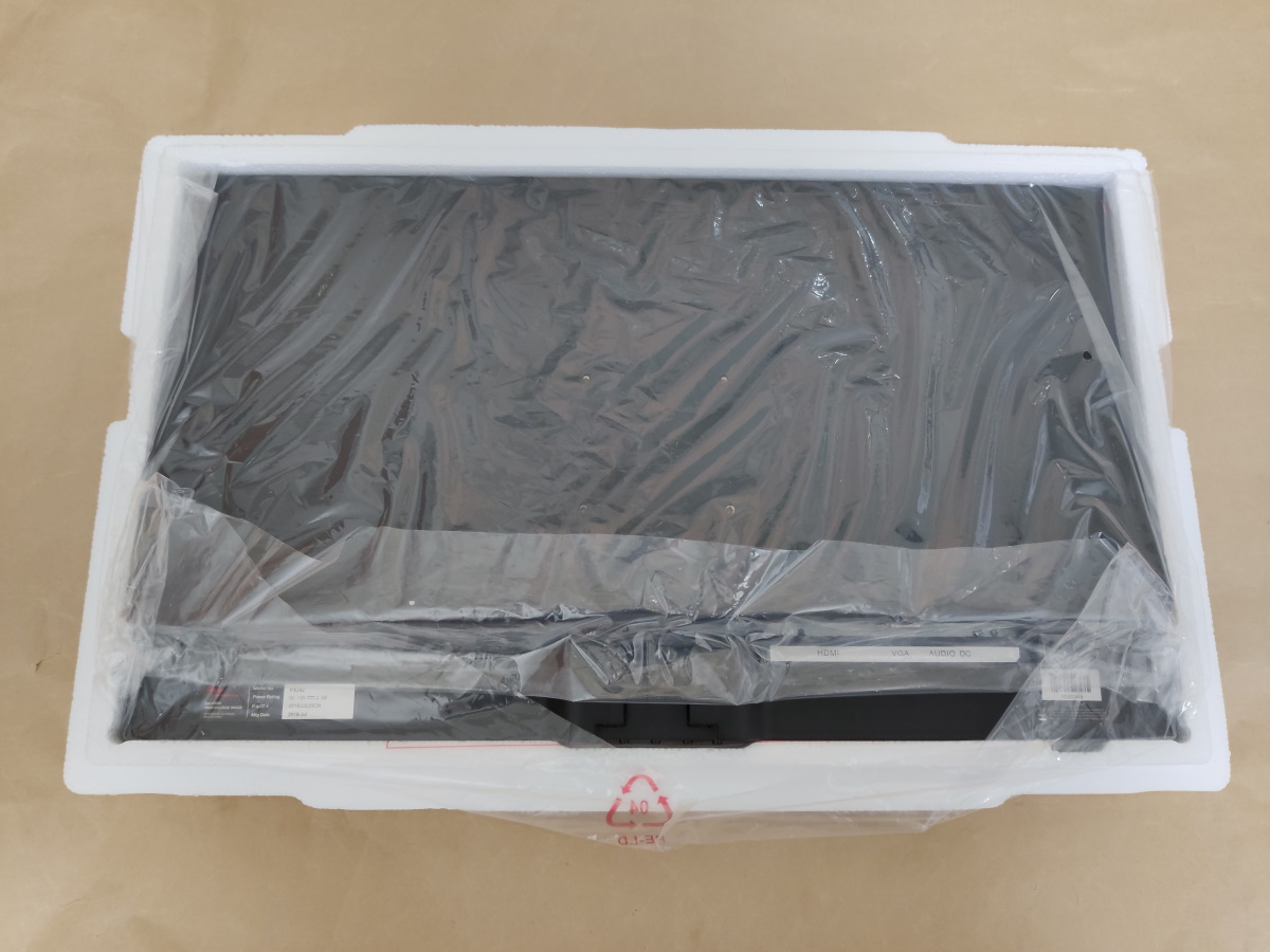 Pixio PX242本体が梱包されている様子(背面)