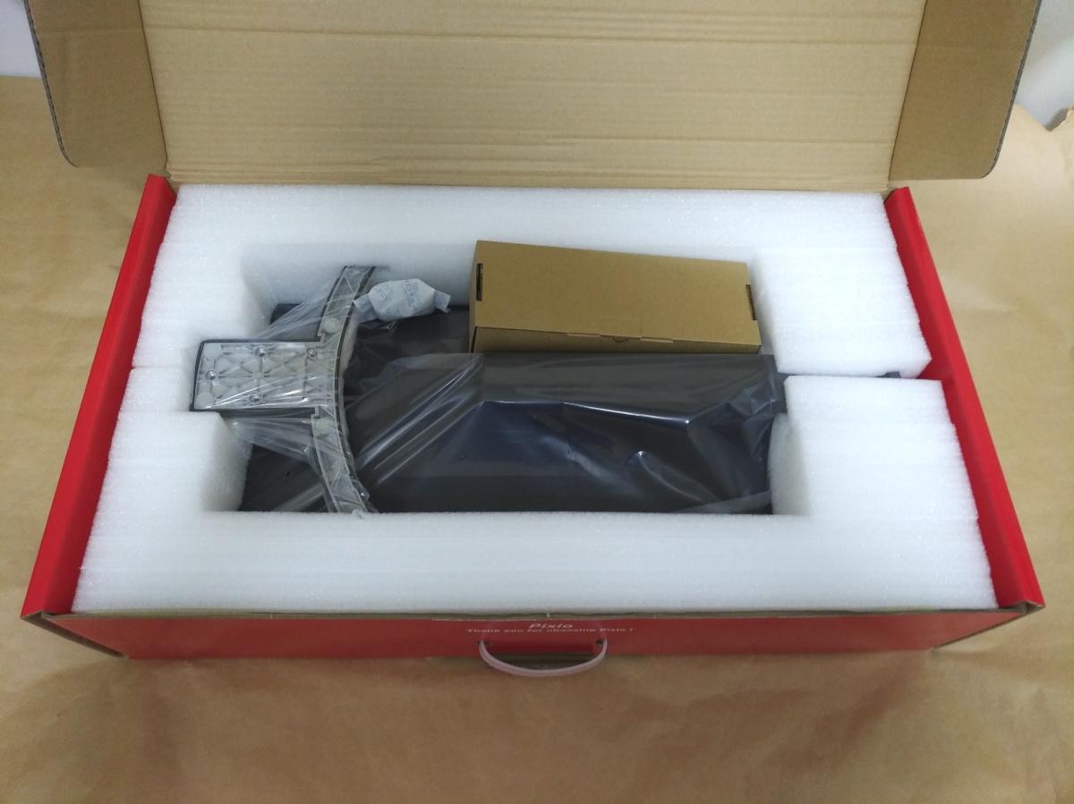 Pixio PX7 Primeのパッケージに本体と付属品が収まっている様子