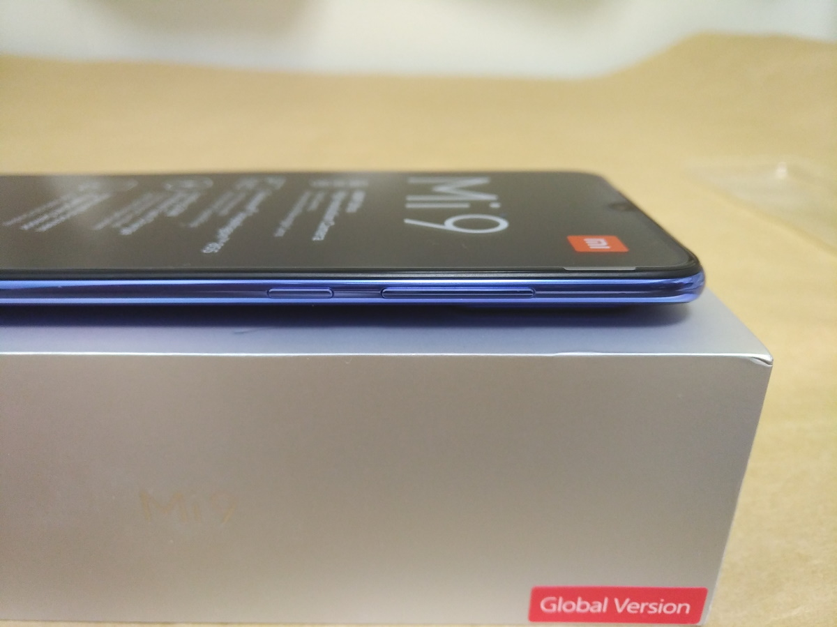Xiaomi Mi 9本体右側