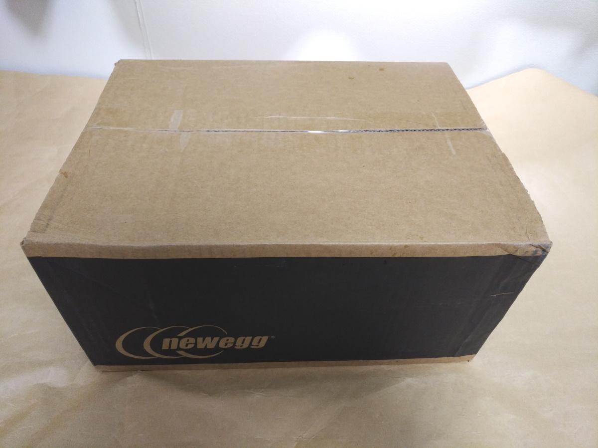 neweggから届いた荷物のパッケージ