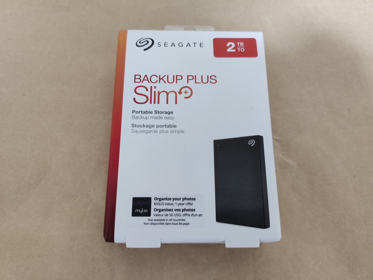 Seagate Backup Plus Slim 2TBのパッケージ表側