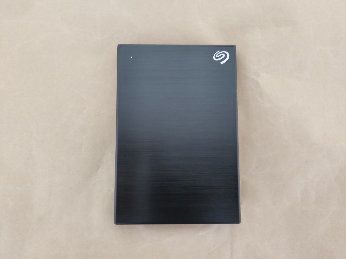 Seagate Backup Plus Slim 2TB本体表側