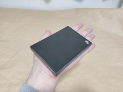 Seagate Backup Plus Slim 2TBのレビュー!手のひらサイズのポータブルHDD