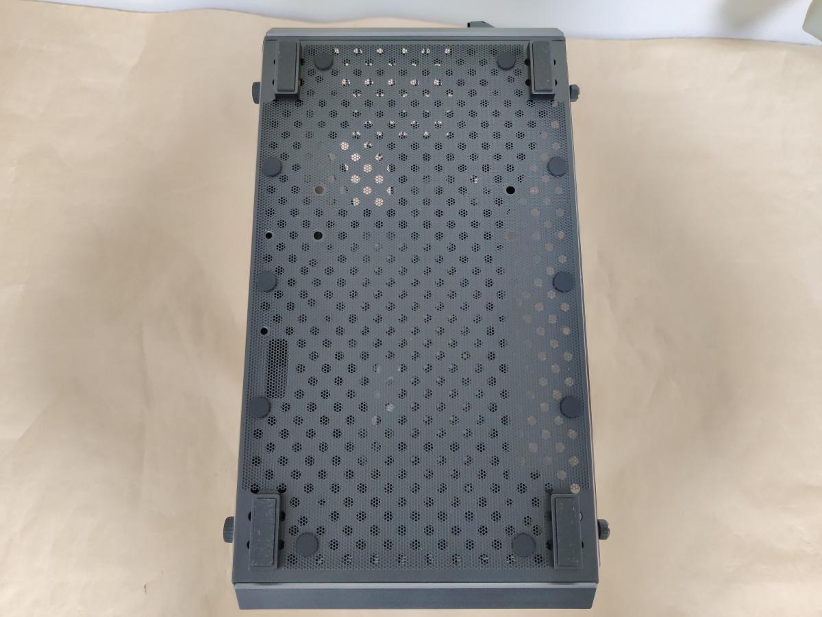 クーラーマスター MasterBox Q500L底面の様子