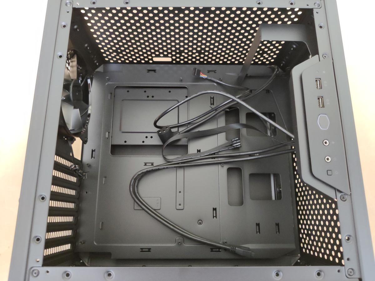 クーラーマスター MasterBox Q500Lの内部ケーブル