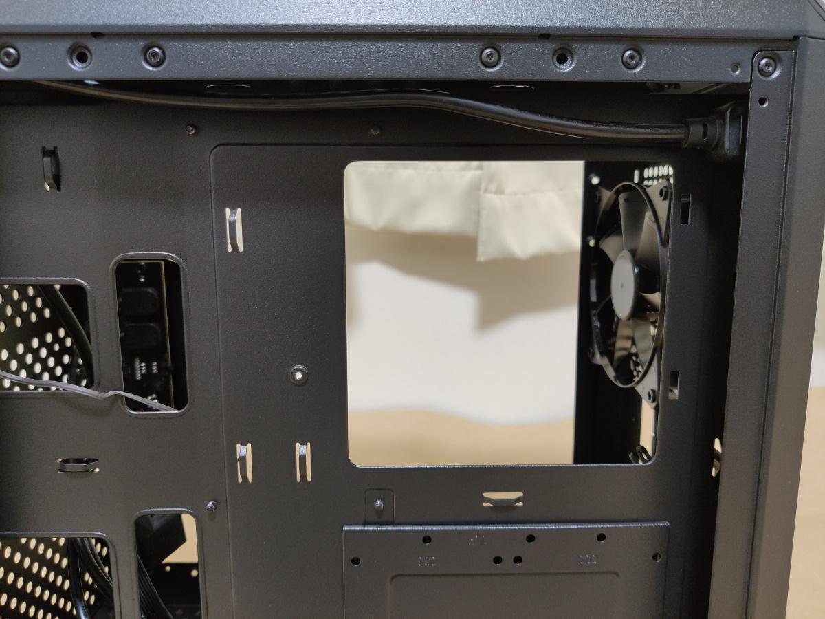 クーラーマスター MasterBox Q500L右側面のカットホール