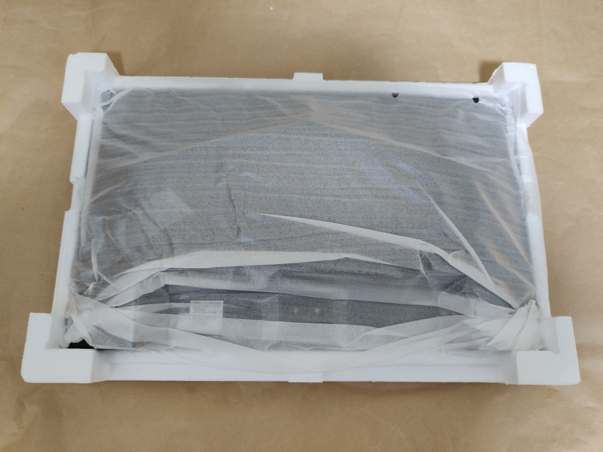 Acer VG240YSbmiipx本体が梱包材に収まっている様子