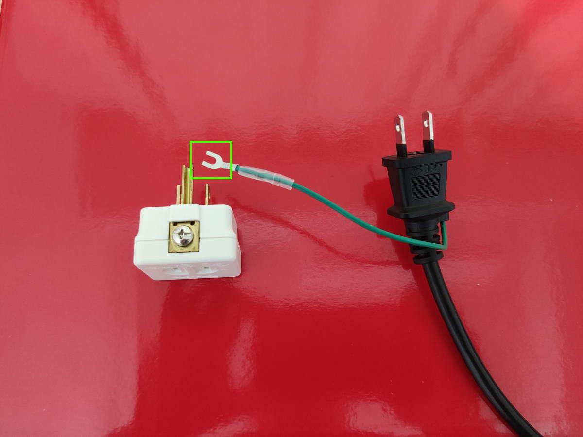 Pixio PX5 HAYABUSA2の電源ケーブル(アース端子)とパナソニック WH2881Pを並べた様子