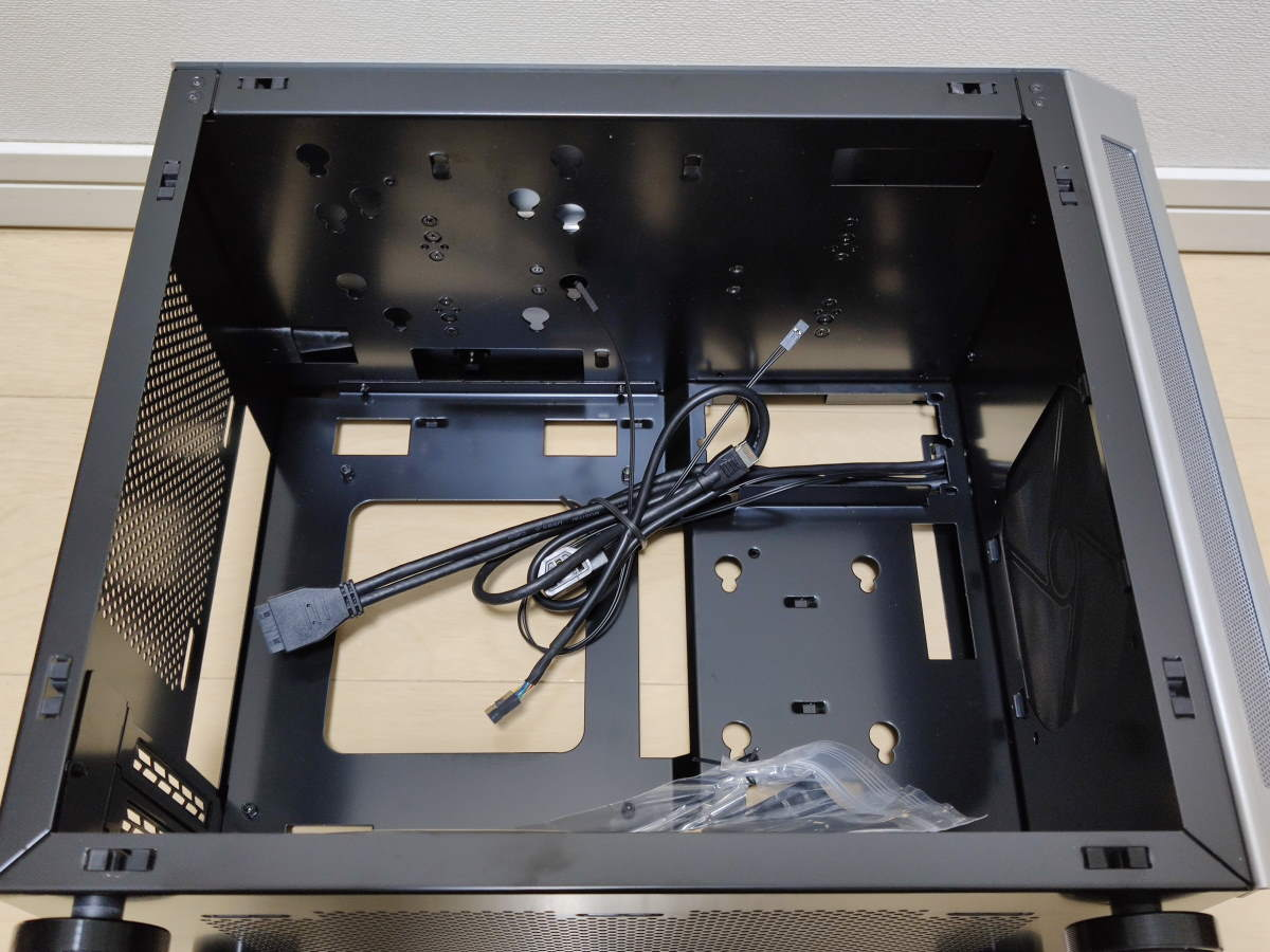 Lian Li TU150のケース内部の様子