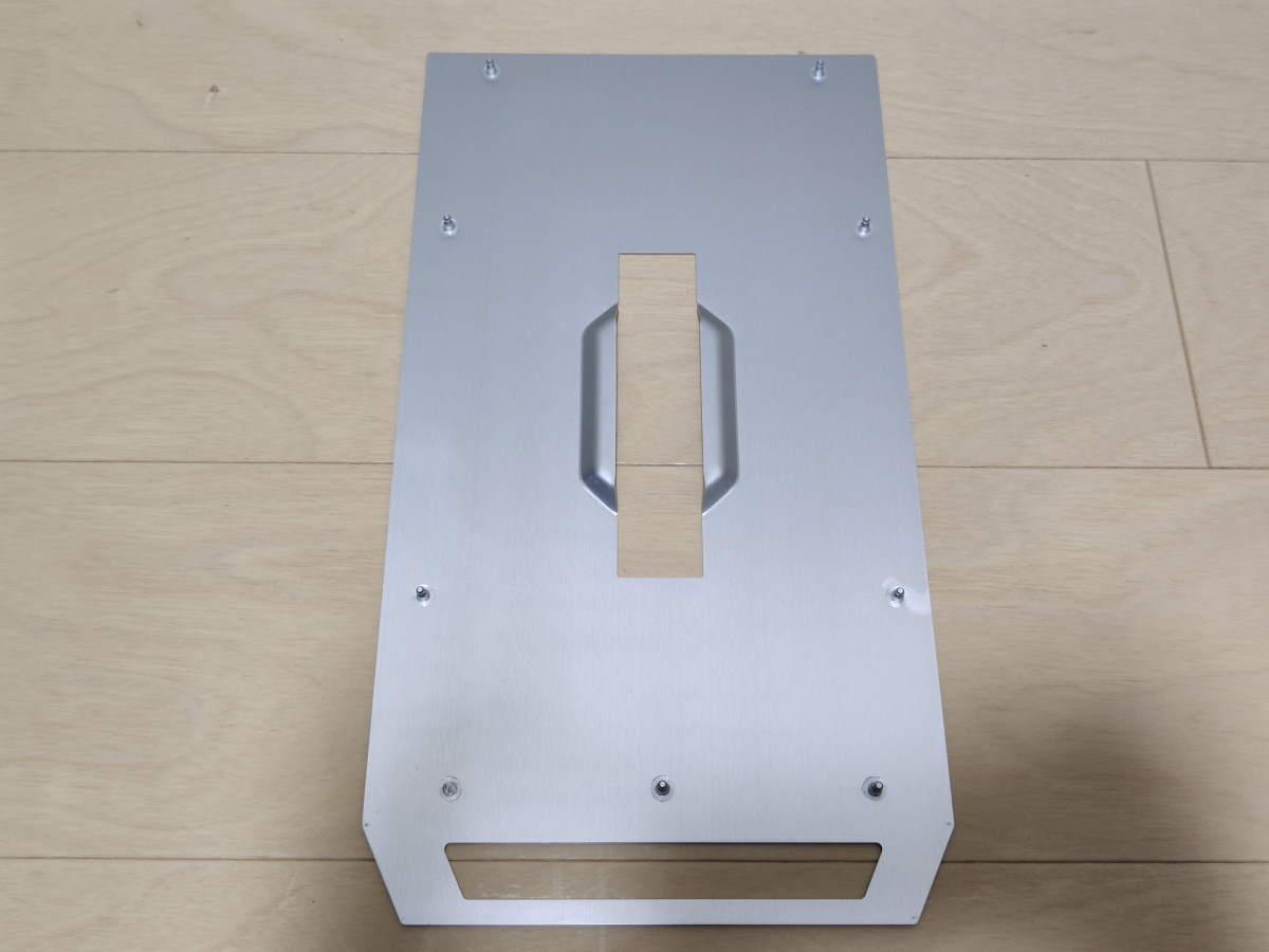 Lian Li TU150のトップパネル内側の様子